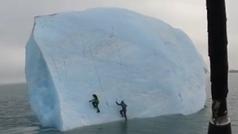 Dos escaladores son engullidos por un iceberg gigante cuando trataban de escalarlo