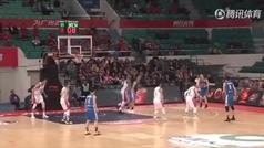 Un ex de la NBA, suspendido en la Liga china por esta agresión