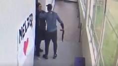 Un entrenador detiene a un estudiante armado en un instituto: Evitó su suicidio