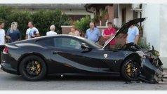 El hijo de un famoso empresario estrella el Ferrari de su padre contra un muro