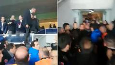 Locura en Turquía: el presidente del Fenerbahçe salta el palco... ¡para pegarse con sus fans!