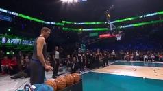 Nowitzki desafía al tiempo en su última exhibición triplista