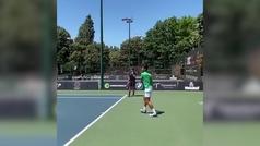 Djokovic ya entrena en superficie dura para preparar a gira americana