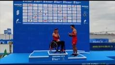 Piden matrimonio a la triatleta paralímpica Eva Moral en el podio de Yokohama