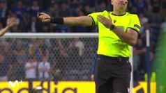 El Manchester City reclamó un penalti por mano de James