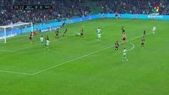 Gol de Lo Celso (p.) (1-0) en el Betis 2-0 Rayo Vallecano