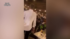 Mike Perry pierde la cabeza y golpea a un señor mayor en un bar