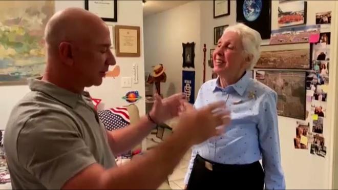 Jeff Bezos irá al espacio con una mujer de 82 años   Marca