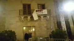 Descuelgan la pancarta a favor de los presos de la que se desmarcó Marc Márquez
