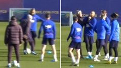 Vidal intenta 'burrear' a Setién con un cañito en el rondo... ¡y se lleva un agarrón al cuello!