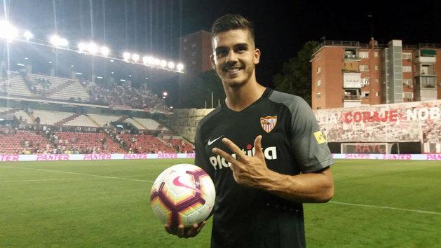 Histórico 'hat-trick' de André Silva en su debut con el Sevilla
