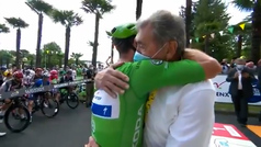 Este abrazo entre Merckx y Cavendish es historia del ciclismo y del deporte mundial