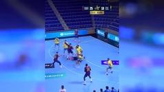 El gol 'imposible' de Dika Mem, lateral del Barcelona