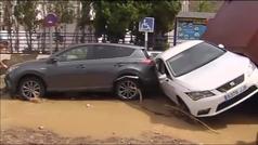 Coches amontonados en el barro en San José (Almería) a causa de las inundaciones