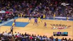 LeBron James logra su asistencia más imposible en 2,4 segundos