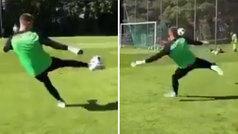 Jonathan Klinsmann ha heredado la clase de su padre... siendo portero: ¡qué juego de pies!