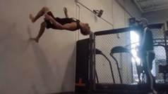 El cuerpo mejor esculpido de la UFC anda por las paredes como Spiderman
