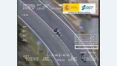 Adelantamientos con línea continua: así caza la DGT las infracciones de motoristas