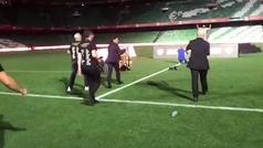 Marcelino salió a un Villamarín vacío a fotografiarse con la Copa y su equipo técnico