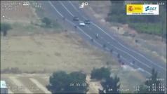 Un dron de la DGT graba una carrera en paralelo en una carretera ¡de doble sentido!