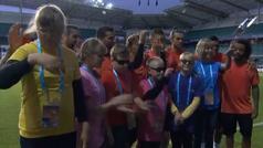 El precioso gesto de la plantilla del Madrid con un grupo de niños invidentes