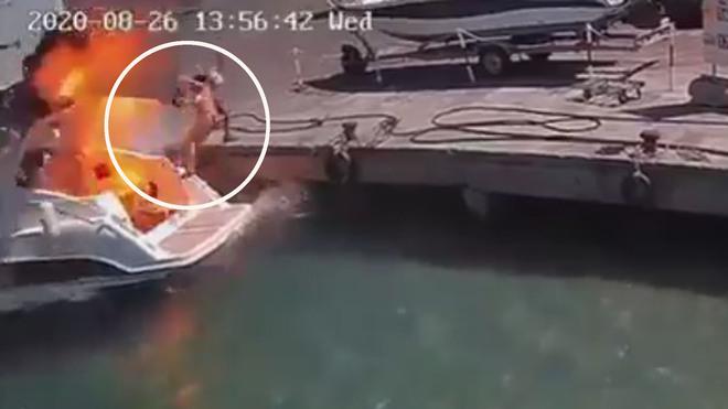 Explosión de lancha manda volar a una mujer que estaba sobre ella