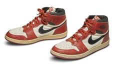 Pagan 560.000 dólares por unos tenis usados por Michael Jordan