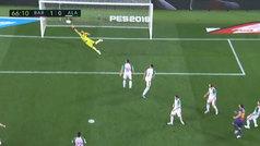 Messi se topó con el poste tras un 'baile' de los suyos en el área