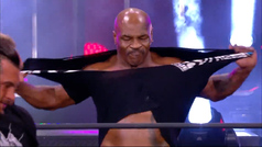 La espectacular irrupción de Mike Tyson en un combate de wrestling