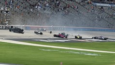 Espectacular accidente en la Indycar: ¡siete coches KO!