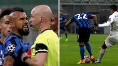 Arturo Vidal vio dos amarillas en tres segundos por protestar un penalti... ¡que tampoco vio el VAR!