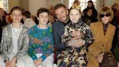 Victoria Beckham, acompañada por su familia, presentó su nueva colección de moda