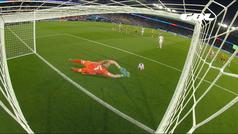 El paradón de penalti del verano: alucinante estirada abajo de la portera sueca
