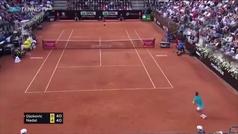 El espectacular punto de Nadal ante Djokovic que arrasa en Italia