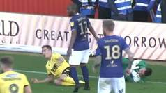 Un entradón a un portero español desata una trifulca entre 14 futbolistas en Inglaterra
