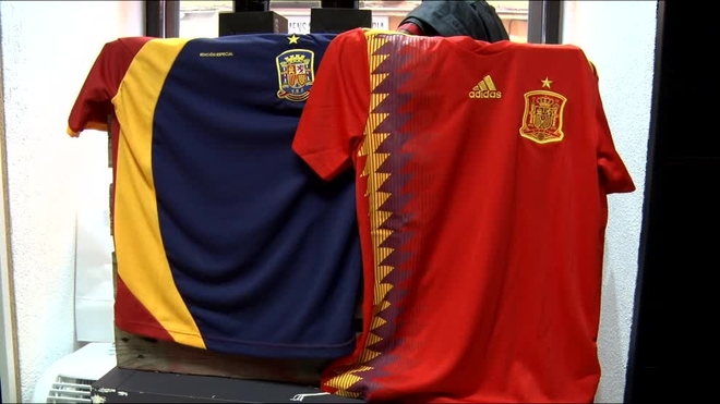 Ésta sí es la verdadera camiseta republicana de la selección española ... 5069b548ba879