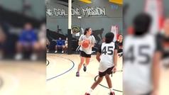 El engaño máximo en una cancha de baloncesto: despista a sus propias compañeras
