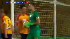 Lamentable imagen en la Serie A: Patric Gabarrón, canterano del Barça, muerde a un rival