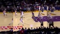 Pone a cuatro patas a su rival y provoca la locura real de LeBron James y el resto de los Lakers