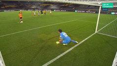 Bono detuvo el penalti lanzado por Raúl Jiménez... ¿adelantándose de la línea de gol?