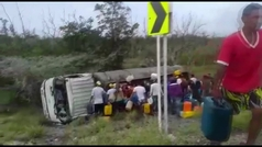 Momento exacto de la explosión de un caminón cisterna: al menos siete muertos