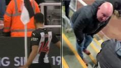 Accidente testicular en la Premier: un jugador lanza el banderín de córner a un fan