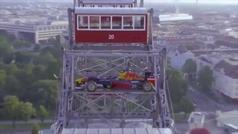 Red Bull promociona el GP de Austria montando uno de sus F1... ¡a la noria de Viena!