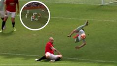 La lección de Stam durante un partido de leyendas United-Bayern: ¡el balón o el futbolista, nunca los dos!