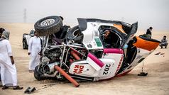 Los peligros del raid: el accidente del compañero de Carlos Sainz en la Baja Sharqiyah