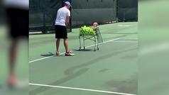 Cuando tu hijo pequeño es la mejor máquina para tirar pelotas
