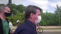 Bolsonaro se reúne con manifestantes afines sin respetar la distancia y sin utilizar mascarilla