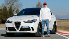 Raikkonen y Giovinazzi se divierten con los Alfa Romeo Quadrifoglio Verde