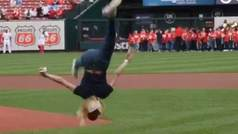 Nastia Liukin reinventa el béisbol con el lanzamiento más acrobático