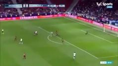 """Ridiculizan el tacón de Benedetto a Messi: """"No es lo mismo que jugar con Luis Suárez"""""""